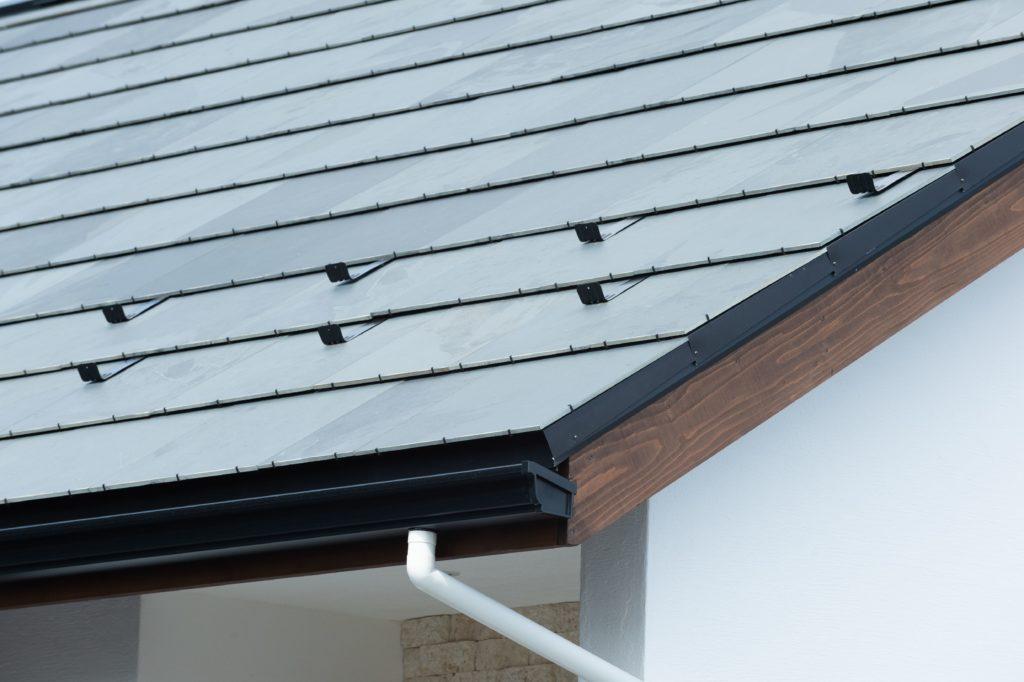 メンテナンスフリーの石屋根
