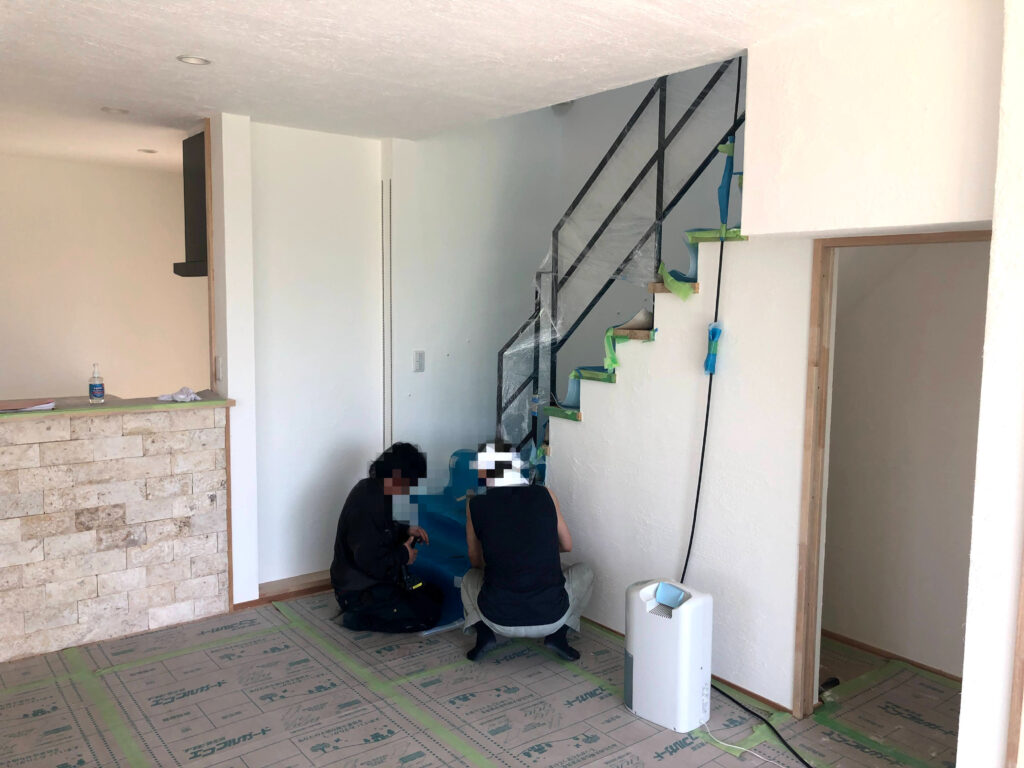 【栗原市 C様邸 新築工事】基礎工事:増しコン・階段手摺・ポーチタイル